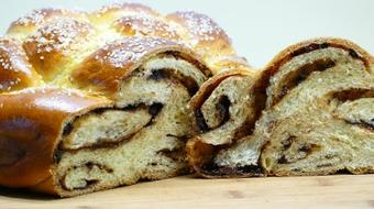 Learn to Bake Toffee Chocolate Dessert Challah - a Braided Bread course image