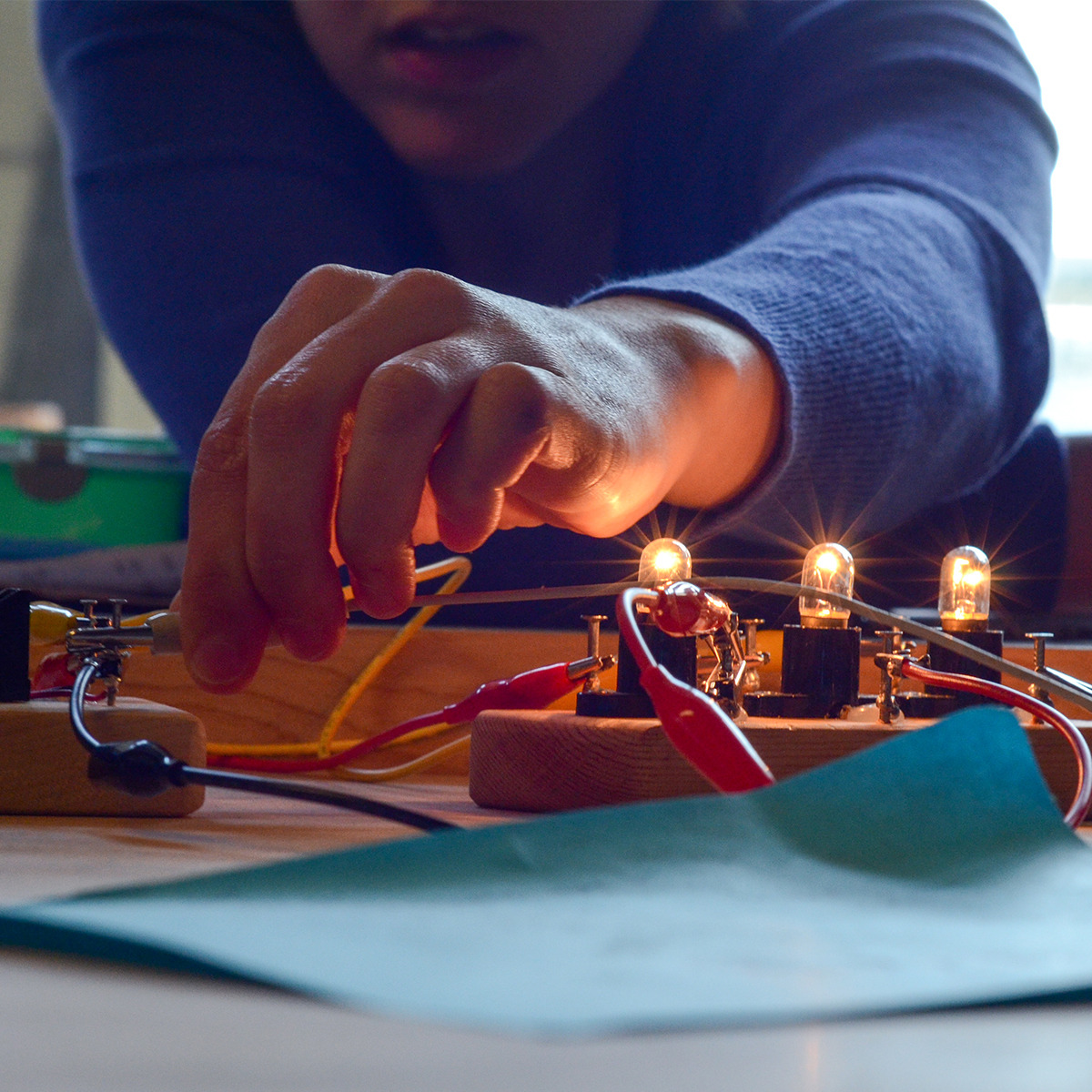 Tinkering Fundamentals: Circuits course image