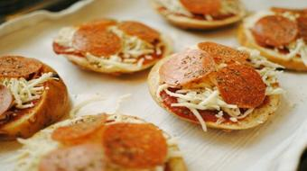 Pizza Bagel how to make it delicious and fast in less then 10 minutes course image