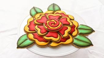 How to create a rose cookie platter - Using small cookies to create a large impactful design course image